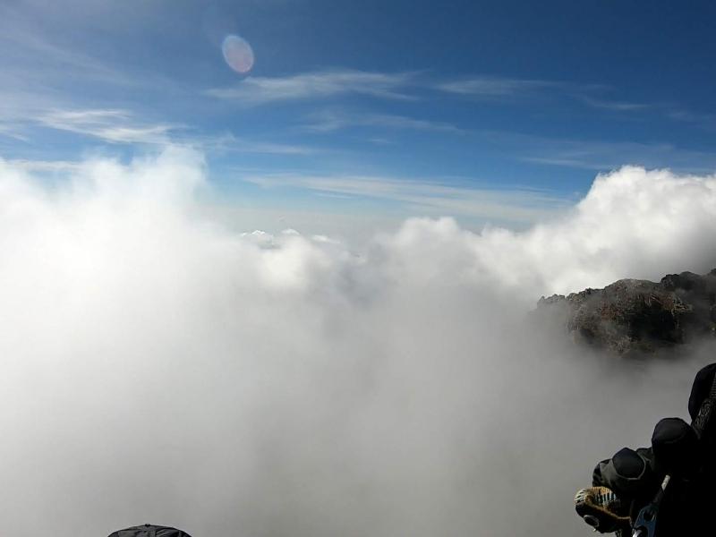 Loty paralotnią pomiędzy chmurami